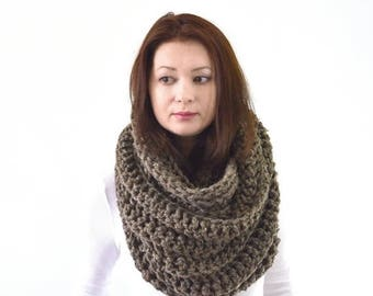 SALE Chunky Infinity Scarf   The Dresden