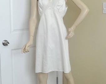 1960s Vanity Fair White Full or Whole Slip or Petticoat, Size 38, Nylon Antron III, Narrow Lace Trim, Vintage Clothing, Vintage Lingerie