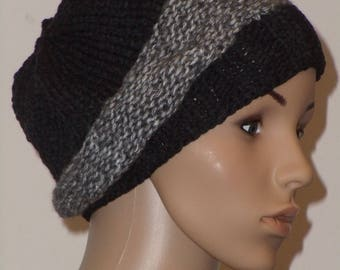 Knitted hat in black with grey
