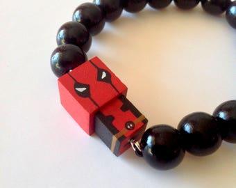"""Bracelet figurine cubique - peinte à la main - Super-Héros """"Deadpool"""""""