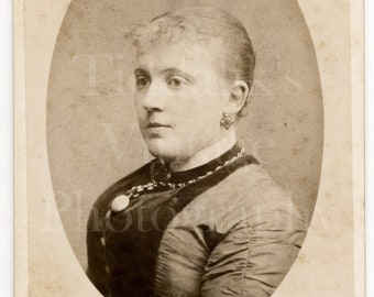 CDV Photo Victorian Young Pretty Woman Girl Hair Up Oval Portrait - Godfrey Allen Bristol England - Carte de Visite Antique Photograph