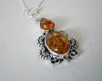Vintage Baltic Amber Sterling Silver Pendant Necklace marked 925 5.7 gr