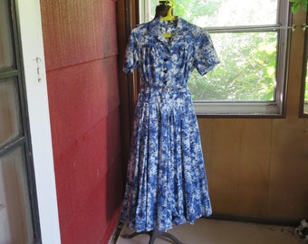 """Vintage 1950s 1960s blue white floral print dress black glass buttons pleated A line skirt 36"""" bust 29"""" waist 45"""" hips (123115)"""