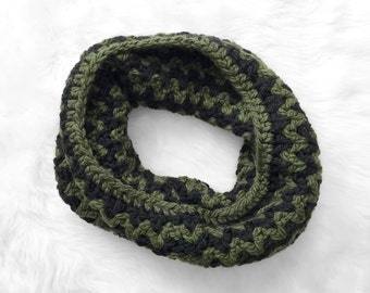 The Aiden Cowl in black and forest, crochet cowl, crochet scarf, chunky crochet cowl, chunky scarf, infinity scarf, READY TO SHIP!