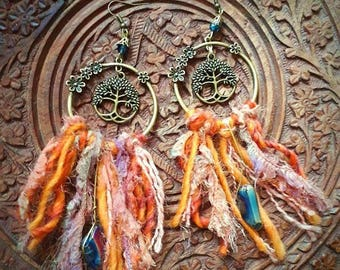 Boucles d'oreilles nature bohême hippie cristal quartz arc-en-ciel ethnique tribal orange arbre de vie celtique laine soie, bijou textile