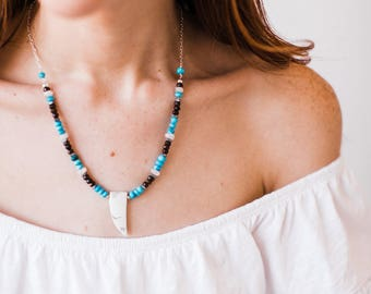 White Howlite Stone Horn and Turquoise Beaded Necklace-Silver
