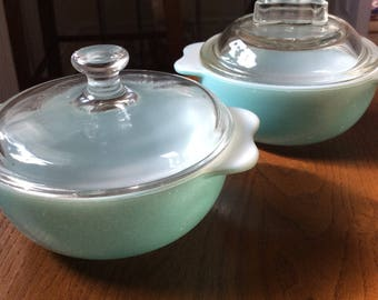 Blue Pyrex Bowls With Lids. One Person Cooking. Oven to Table Dish. 1970s Pyrex Bowls Kitchenware. Mid Century Kitchen Decoration.