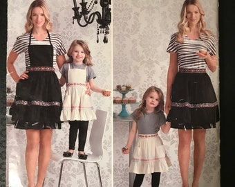 Simplicity 2351 - Cynthia Rowley Mother and Daughter Full and Half Aprons - Size S M L