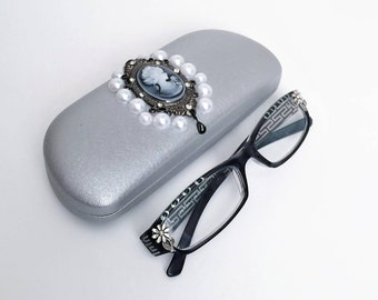 Eyeglasses case with Cameo, Silver Hard Shell glasses case