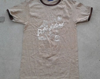 DEADSTOCK Vintage 80's Pelee Island, Canada t-shirt Made in Canada by Penmans Medium