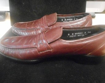Very Nice Vintage Shoes   VERY COMFORTABLE  by FLORSHEIM  Never Worn,   Size 8