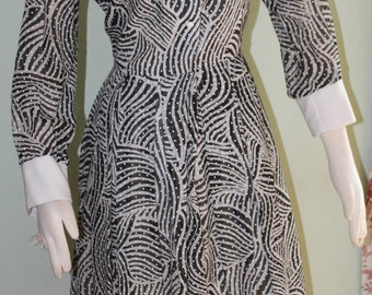 "Medium,Wild, zebra like print on vintage 1970's dress, 30"" waist"