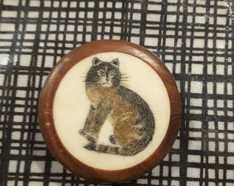 Hand carved bone cat Button.