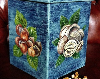 Box for storing nuts