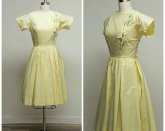 Vintage 1950s Dress • Warm with Joy • Yellow Cotton Blend 50s Dress with Floral Appliqué Size Small