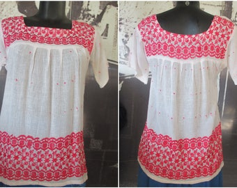 Casacca originale anni 70.Made in India.Hippy.Tg S-M/Gorgeous 70s boho top/White cotton gauze/Red embroidery/Made in India/Hippie/Size S-M