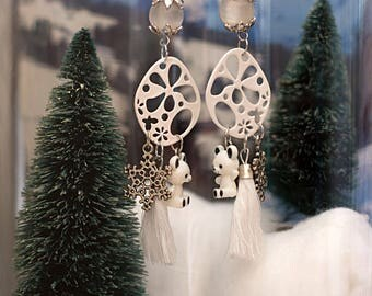 Earrings: the snow and white color