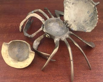 Metal Closing Crab Container or Ash Tray