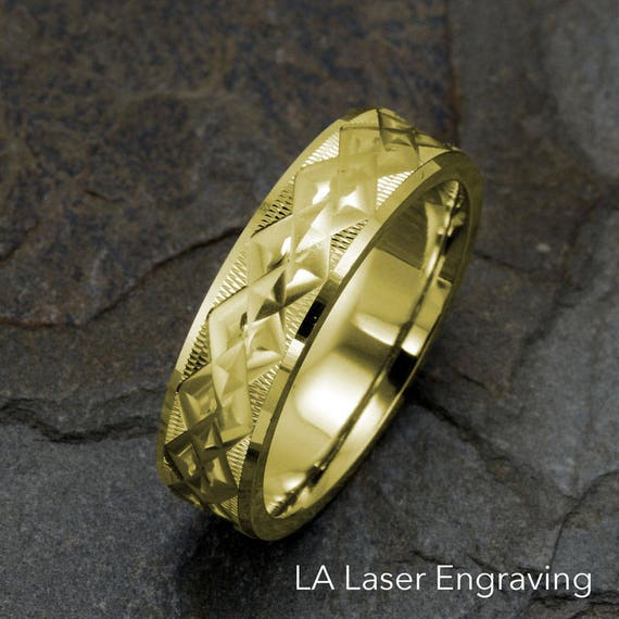 14k Yellow gold Wedding Band Beautiful machine cut design