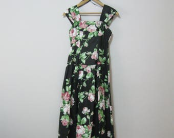 80's Cotton Sundress Party Dress Misses Size 7-8 with Wide Shoulder Straps Bow in Back SEE Details