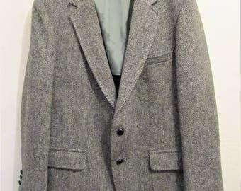A Men's Vintage 80's,Gray 2 Button Front WELSH TWEED Sportcoat.L