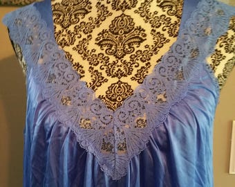 Vanity Fair Nightgown. Size Medium