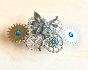 Steampunk hairclip with cogs, gears, angel wing, golden dial and Swarovski green crystal