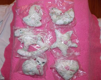 Shabby cottage Victorian roses lace ornaments (6)