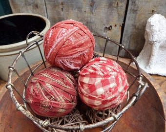 Primitive Barn Red Rag Balls, Primitive Country Decor, Prim Bowl Fillers, Country Style Accent, Bowl Fillers, Homespun Rag Balls, Set of 3