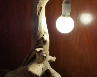 Belle lampe en bois flottée naturelle