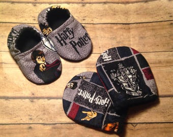 Harry Potter baby, Baby shoes, Harry Potter baby shoes, Baby booties, Crib shoes, Baby Moccs, Harry Potter, Soft sole baby shoes, booties