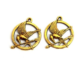 LOT 2 charm bird and 25mm gold hunger game arrow ring