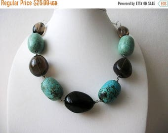 ON SALE Retro heavier Southwestern Inspired Simulated Turquoise Glass Necklace 61717