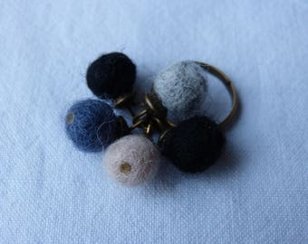 Chic bohemian ring ball of felted wool black grey white and bronze metal