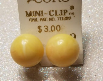 Vintage Coro Mini Clip on Earrings Plastic Cremy Yellow