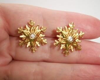 Vintage Circle Dot Avon Snowflake Earrings,Rhinestones,feminine,pretty,Gold tone,Pre-owned