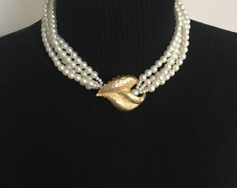 Beautiful 1980's necklace faux pearls with gold leaf clasp