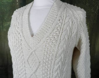 Vintage Hand Knitted Cream Wool Cable Knit V Neck Aran Sweater / Jumper  Size S