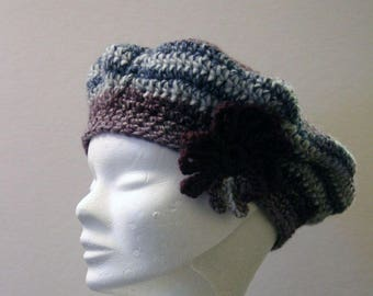 Beret crocheted blue-violet with flower