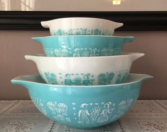 Vintage pyrex set of 4 Amish Butterprint turqoise and white mixing bowls