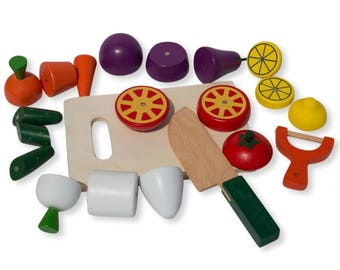 22 Pieces Magnetic Wooden Toy Kitchen Play Set with Vegetables & Knife