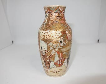 Small Japanese vase hand painted