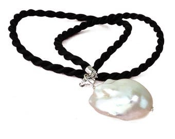 White Baroque Pearl Pendant  MP1722