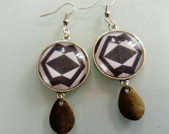 earring cabochon black and white ethnic pattern