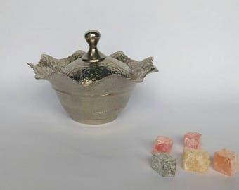 Sugar bowl, lidded jar.