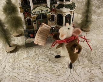 Felted Singing Mouse, Christmas Mouse, Caroling Mouse