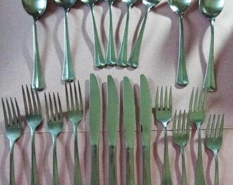 Oneida Allegiance Stainless Flatware Center ridge Four 5 pc Place Settings Knives Forks Spoons Teaspoons