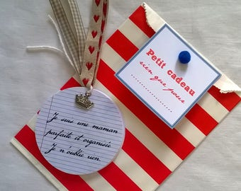 "Pocket notebook with round ""school"" charm + gift bag"