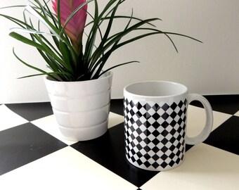 Diamond pattern white ceramic mug