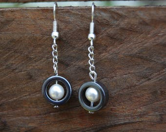 gorgeous hematite earrings white pearls
